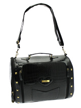Spencer Pet Carrier - A fabulous bag for both men and women who want to carry their pet this season! As well as being your own perfect accessory, this bag is also a very stylish, yet practical pet carrier. Unlike ordinary bags, the Spencer Pet Carrier is specifically designed to be a pet carrier, and can be used in sever...