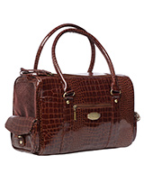 Santa Monica Pet Carrier - One of our favourite and elegant pet carriers! The Santa Monica Carrier is especially designed to help you look fabulous and make your pet's journey as comfortable and as safe as possible. It has two mesh windows at either end of the bag to provide ventilation and make it possible for your pet to ta...
