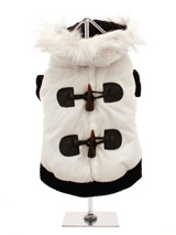 Luxury White Toggle Quilted Ski Parka - A cute ski parka that would fit in on the ski slopes of St. Anton! The arms and hem are both elasticised to ensure the best possible fit. While the velcro fastening makes it easy to take on and off your dog. The black fleece material lining will keep your dog cosy and warm.